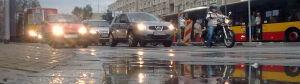 Woda wybiła spod asfaltu,[br] aleja Solidarności stanęła