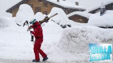 W Alpach śniegu coraz więcej