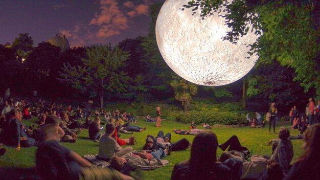 Księżycowy pokaz, pikniki i konkursy. Weekend dla najmłodszych