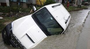 Cyklon tropikalny Yaas w Indiach (PAP/EPA/PIYAL ADHIKARY)