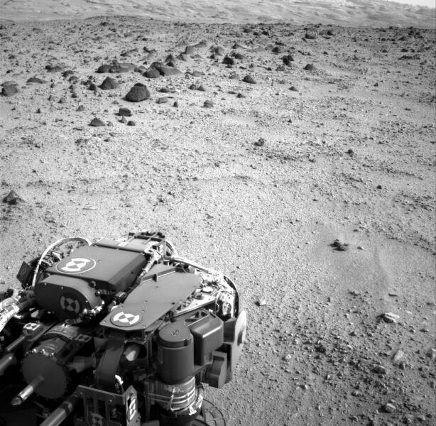 Na horyzoncie widać Góry Sharpa (NASA)