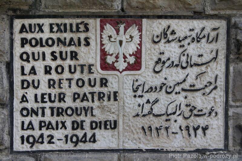 """Obelisk """"Pamięci wygnańców polskich, którzy w drodze do ojczyzny w Bogu spoczeli na wieki. 1942-1944"""""""