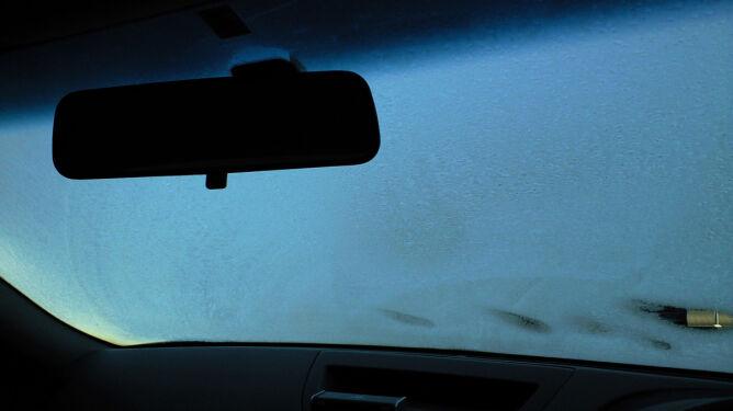 Śnieg i śnieg z deszczem stworzą trudne warunki na drogach