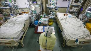 Szybciej sprawdzą potencjalnie zakażonych koronawirusem. Zmarło kolejnych 81 osób